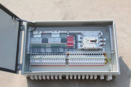 2,直流汇流箱内各个接线端子不应出现松动,锈蚀现象.
