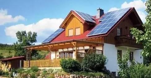 别墅屋顶上的光伏发电,让自家的别墅更加美观,时尚,潮流,成为城市